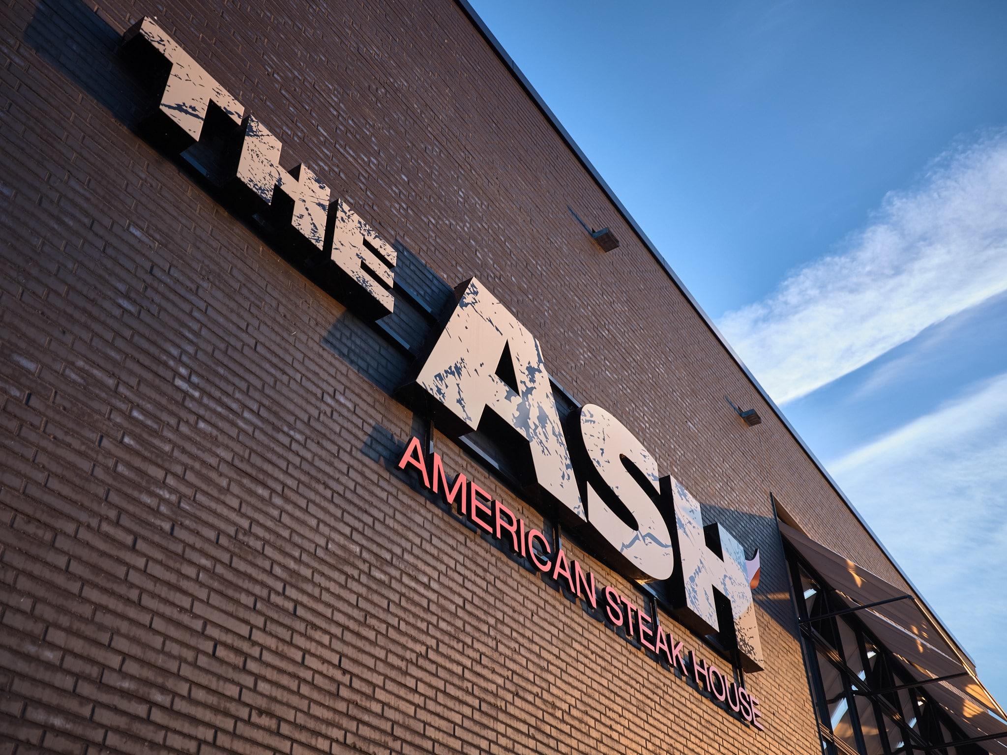 Große Leuchtbuchstaben für The Ash