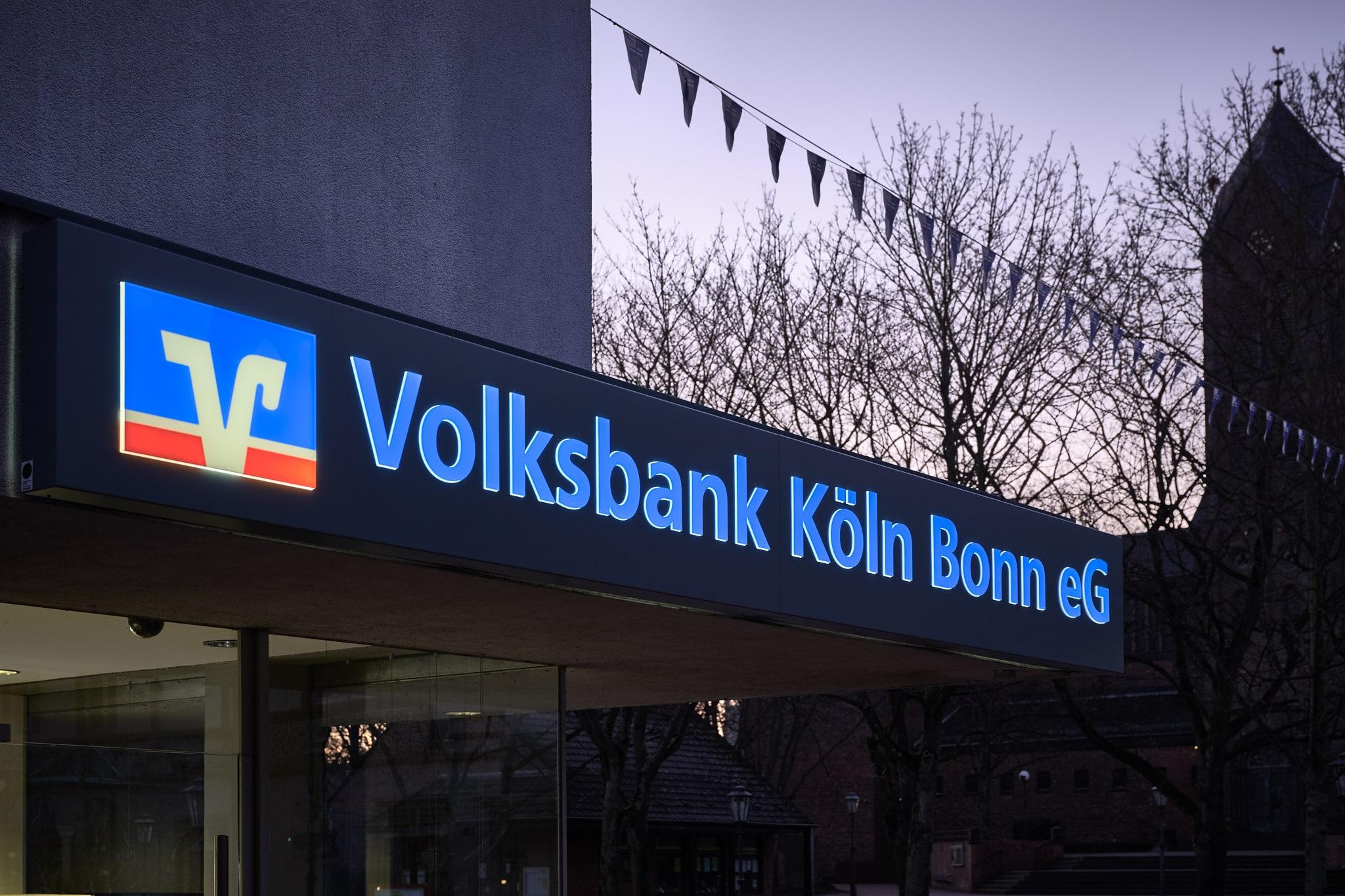 Lichtkasten für Außenwerbung von Volksbank