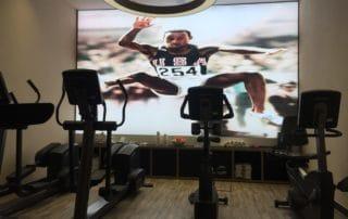 LED-Spanntuchtechnik für großformatige Deko im Fitnessbereich