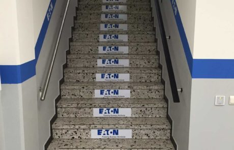 Effektive Bodenwerbung an Treppenstufen