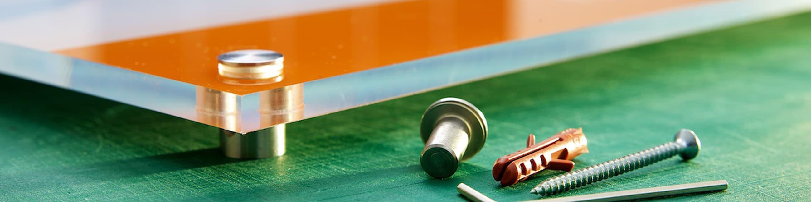 Montageservice für Acrylglasschilder