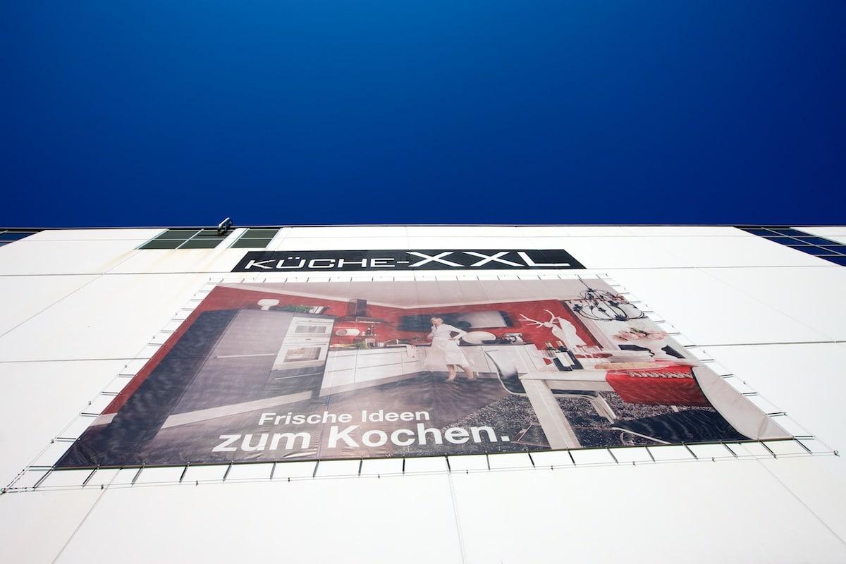 Großflächiges Plakat mit Spannsystem